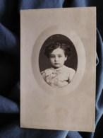 Photo Cdv Walery à Paris - Beau Portrait émaillé Et Embossé, Jeune Enfant Circa 1875 L512 - Oud (voor 1900)