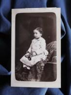 Photo Cdv Walery à Paris - Jeune Enfant Petite Trompette à La Main, Circa 1875 L512 - Oud (voor 1900)