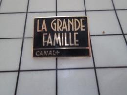 1220 Pin's Pins / Beau Et Rare / THEME : MEDIAS / CHAINE DE TELE CANAL + EMISSION LA GRANDE FAMILLE - Marques