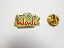 Superbe Pin's En EGF , Jus De Fruits Waïti - Boissons