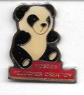 Pin's  Département, Animal  PANDA  Sur  Publicité  VOSGES  PELUCHES  CRÉATION  ( 88 ) - Animales