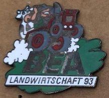 VACHES SUR UN TRACTEUR  - KUH - BEA - LANDWIRTSCHAFT 93 - EGF- (26) - Tiere