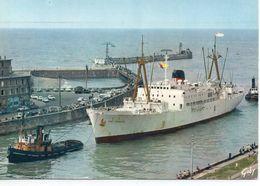 """Dieppe Le Bananier """"Fort Caroline"""" Entrant Dans Le Port Avec Remorqueurs Cargo Bateau - Dieppe"""