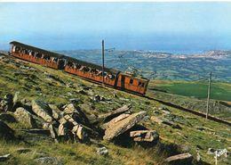 Le Pays Basque Le Petit Train De La Rhune Tramway Funiculaire Train Au Fond St-Jean De Luz - Tramways