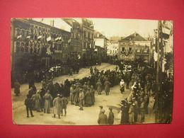 57 Morhange 18-11-1918 Carte-photo Défilé Du 77 RI Animée Sans éditeur Dos Scanné Voir Etat - Morhange