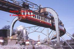 Reproduction D'une Photographie D'une Vue D'un Monorail Schwebebahn Prenant Un Virage à Wuppertal En Allemagne En 1971 - Reproducciones