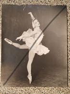 Photo Vintage Par V. Gailis. Original. Ballerine. L'URSS. Lettonie - Professions