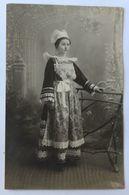 Carte Photo 1913 Belle Jeune Femme Bretonne Tenue Traditionnelle Coiffe Costume Photographe L. Leclaire Pont Aven - Anonymous Persons