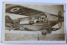 Belle Carte Photo Exposition Internationale De Paris 1937 Personnages Dans Un Avion Décors 3D Montage Photo Photographe - Aviation