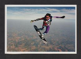 CPM.  LAUZERTE . 82 . Ecole De Parachutisme . Ph. A PECHVERT - Parachutting