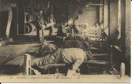 63. CPM. Puy-de-Dôme. Thiers. Usine De Coutellerie. Les Emouleurs (animée) (Repro) - Thiers