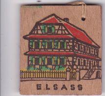 DEUTSCHLAND  --     WHW  ABZEICHEN  --  WINTERHILFSWERK  --  ELSASS  --  HOLZ - 1939-45