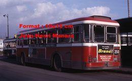 ReproductionPhotographie D'un Bus Saviem SC10 Avec à L'arrière Publicité Brandt à Paris En 1967 - Reproducciones