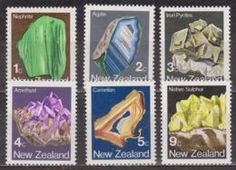 Minéraux - Géologie - NOUVELLE ZELANDE - Nephrite, Agate, Pyrite, Améthyste, Carnélian, Sulfure N° 825 à 830 ** - 1982 - New Zealand