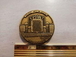 19553     MEDAILLE MONACO L ESCRIME ET LE PISTOLET FPM 1909-1984 - Tokens & Medals