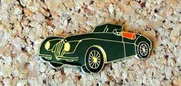 Pin's JAGUAR XK Cariolet Verte - Verni époxy - Fabricant SHELL - Jaguar