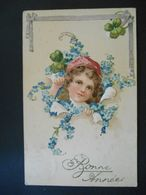 Enfant Blond Avec Bonnet Rose Faisant Tinter Une Cloche Au Milieu De Myosotis Et Trèfles - Gaufrée - Série 5771 - Enfants