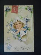 Enfant Blond Avec Chapeau Dentelle Soufflant Dans Un Cornet Papier Au Milieu De Violette Et Trèfles -gaufrée-série 5771 - Enfants