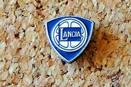 Pin's LANCIA - Peint Cloisonné - Fabricant Inconnu - Pin's