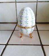 Oeuf En Porcelaine Décor Fleurs  Fermeture Fleur ( D'autres Sur Le Site) - Eggs