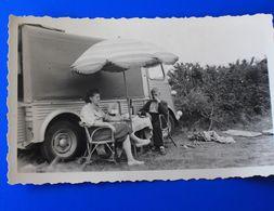 FOURGONETTE CITROEN  De 1950 Servant De Camping Car Pique Nique Parasol Photographe Photo Originale Voiture Automobile - Cars