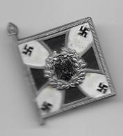 Petit Drapeau épinglette En Matière Plastique  - Infanterie  - époque Du NSDAP - Militares