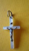 Petite Croix Religieuse (sans Doute Nacre, Et Argent) - Religion &  Esoterik