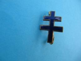 Pin's Ancien Croix De Lorraine  Métal émaillé - Militair