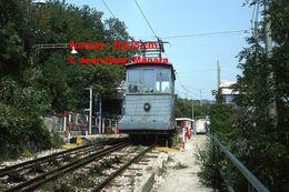 Reproduction D'une Photographie D'une Vue De Face D'un Tramway Funiculaire Opicina à Trieste En Italie En 1976 - Reproducciones