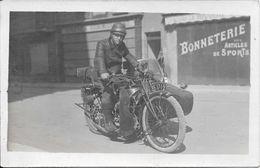 Belle Carte Photo De Ce Jeune Homme Sur Sa Moto  (carte Non Localisée Et Non écrite Voir Description) - Motos
