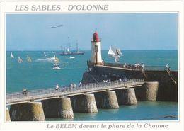 D2482 PHARE - VUURTOREN - LIGHTHOUSE - LES SABLES D'OLONNE - LE BELEM DEVANT LE PHARE DE LA CHAUME - Phares