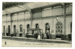 Roanne - Vue Intérieure De La Gare - Les Quais ( Animation, Kiosque à Journaux, Horaires Trains En Partence - Circ 1915 - Roanne