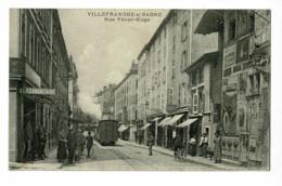 """Villefranche Sur Saône - Rue Victor Hugo ( Animation, Commerces, Affiches Publicitaires """"Pneu Pirelli"""", Tramway) Pas Cir - Villefranche-sur-Saone"""
