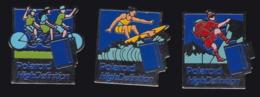 65881-Lot De 3 Pin's.Photo.Polaroid.cyclisme.Surf.Alpinisme. - Fotografía