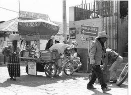 """Photo Guatemala Petit Restaurant Roulant """"Texas"""" Dans Les Faubourgs D'Antigua  Ph. Vivant Univers 2000 . - Lugares"""