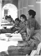 Photo Guatemala Lavandières Au Lavoir Public D'Antigua Ph. Vivant Univers 2000 . - Lugares