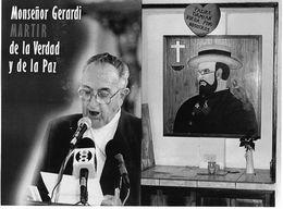 Photo Guatemala. Poster De Mgr.Gerardi, Assassiné Et Portrait Du Père Damien..Ph. Vivant Univers 2000 . - Lugares