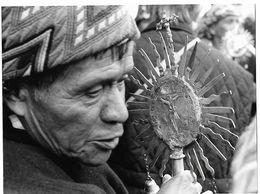 Photo Guatemala. Chichicastenango, Responsable Indigène D'une Confrérie (cofradia)..Ph. Vivant Univers 2000 . - Lugares