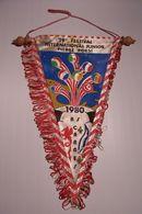 "FANION  - PENNANT - A.S. CANNES -1980 - 29° FERTIVAL INTERNATIONAL JUNIOR  "" PIERRE  POESI "" FOOTBALL - Bekleidung, Souvenirs Und Sonstige"