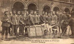 Les Troupes Allemandes Au Nettoyage De La Caserne Du 9e De Ligne - Brussel Bruxelles   1914/15 WWI WWICOLLECTION - Autres