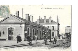 MONTREUIL BELLAY   LA GARE     VOIES FERREES   PERSONNAGES  SUR QUAI   Pli Coin   Bas Droite    DEPT 49 - Montreuil Bellay