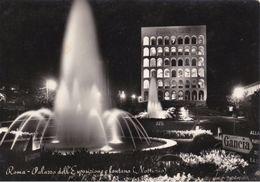 """ROMA EUR DI NOTTE - PALAZZO DELL'ESPOSIZIONE E FONTANA LUMINOSA - INSEGNA PUBBLICITARIA """"BRINDATE GANCIA"""" - 1956 - Mostre, Esposizioni"""