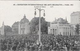 EXPOSITION INTERNATIONALE DES ARTS DECORATIFS - Paris 1925 - La Foule De Visiteurs - Tentoonstellingen