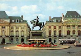ORLÉANS (45) - Place Du Martroi - Statue De Jeanne D'Arc - Automobiles Panhard, Peugeot 403, Et Bus - Éd. HARM'OR ♥ - Orleans