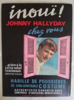 JOHNNY HALLYDAY - PLV 1964 PUBLISTAR - Inouï ! Johnny Hallyday Chez Vous Habillé De Poussières De Son Veritable Costume - Affiches & Posters