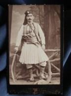 Photo CDV Pauk Zepdji à Salonique - Portier Des Grandes Maisons, Ou Soldat Grec,  Circa 1890 L495 - Anciennes (Av. 1900)