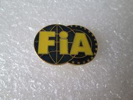 PIN'S   FIA   FEDERATION INTERNATIONALE AUTOMOBILE  Email Grand Feu - Pin's