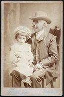 Romania / Hungary - Transylvania: Kabinettfoto, Großvater Und Enkel (Fotograf: Lojanek János - Nagyvárad / Oradea) - Personnes Anonymes