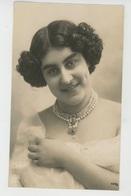 FEMMES - FRAU - LADY - SPECTACLE - ARTISTES 1900 - Jolie Carte Fantaisie Portrait Artiste Espagnole CARMELA - Femmes