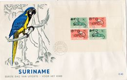 SURINAM : 1er Jour De Paramaribo . Enfance . Perroquet - Surinam